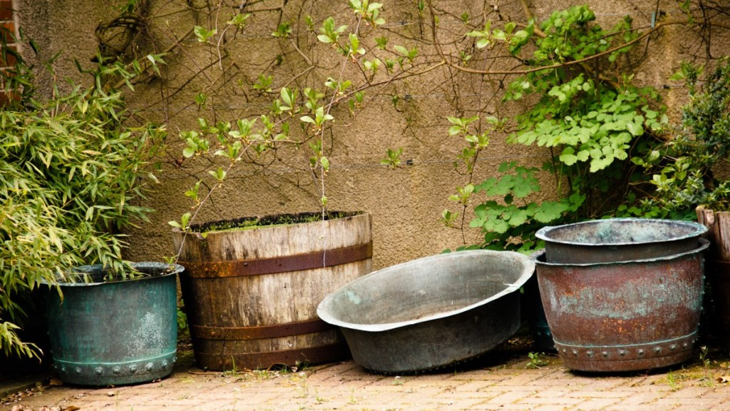 shabby chic, garden ornaments, pots, basins, urban decay