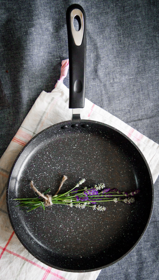 Ozeri Stone Earth Pan. Non stick, non toxic, cast iron alternative
